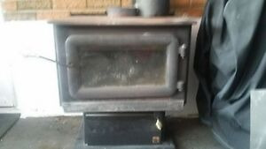Wood Stove, 15 feet insulated pipes and tools