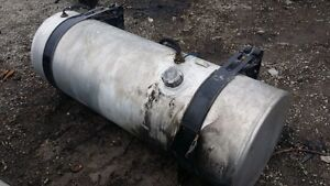 Passenger side fuel tank from 2007 Freightliner CST120