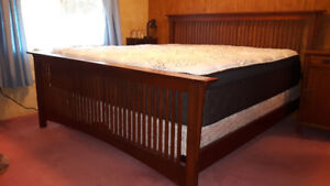 King Sized Bed/Boxsprings