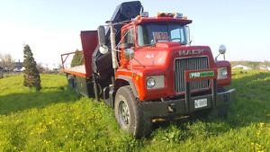 Mack Truck 600 With Crane