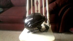 Hockey Helmet/Skating Helmet, size small, with cage