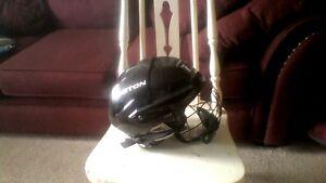 Hockey Helmet/Skating Helmet, size small, with cage