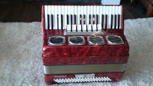 DELICIA 120 BASS PROJECT PIANO ACCORDION FOR EZ RESTORATION.