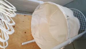 Laundry basket on Wheel