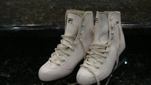 Girl's figure skates (youth size 1)