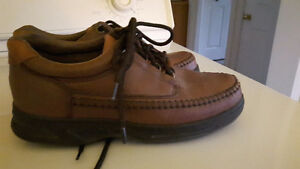 Shoes (casual shoes for men)  Size 7 1/2 2W