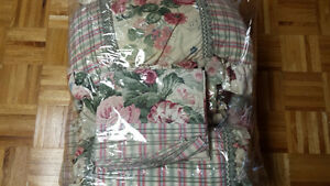 Queen Size Floral Bed Set with Comforter