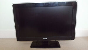 """720p MINT Condition 32"""" PHILLIPS LCD"""