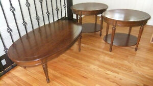 solid wood oval coffee table and 2 end table set in exc cond