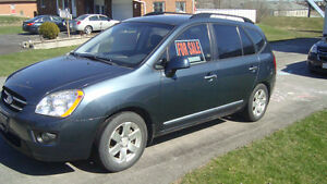 2009 Kia Rondo EX Wagon.. GREAT PRICE AND LOW KM'S