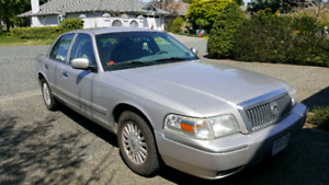 2006 Grand Marquis  excellent condition