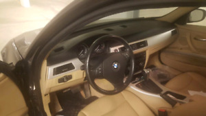 BMW 323 I .Active .Low km .push start .car proof