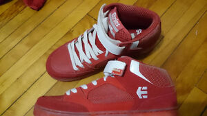 Red Etnies Skateboard shoes Size 10 (MINT)