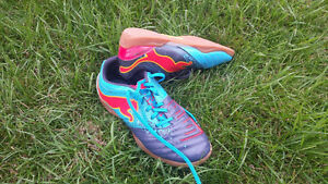 SOCCER Indoor Shoes - 6.5 Youth Boys