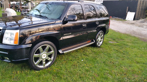 2002 Cadillac escalade awd 7 passage with DVD entertainment