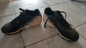 Under armour baseball cleats size 3