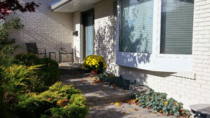 Beautiful Raised Bungalow, Mature neighbourhood
