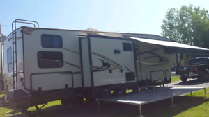 Roulotte fifth wheels chaparal 2014 coachman 50e aniversaire  29