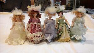 Petites poupées de porcelaine