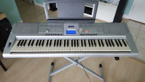 Yamaha keyboard DGX205 with Stand, power adapter (76 keys)