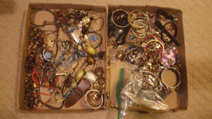 Lot of vintage to modern costume jewellery
