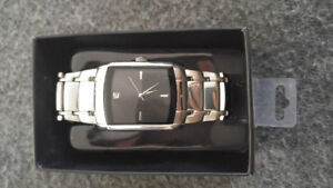 Stainless steel base metal watch used but works good!!