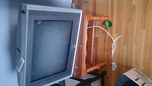 "32"" Tube TV with Stand"