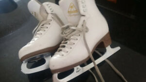 size 3 and size 4 junior figure skates