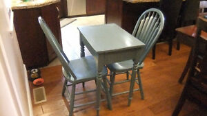 solid wood table and 2 matching chairs in exc cond