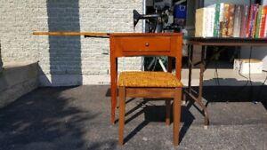 Moulin à coudre avec meuble en bois et petit banc - NOUVEAU PRIX