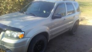 2005 Ford Escape AWD Limited. Parts or Fix Up