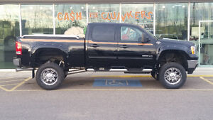 Low Kms GMC 2500HD GFX Ultimate LIFTED!!!