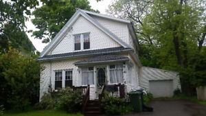 4 BED ROOM HOUSE CLOSE TO DOWNTOWN AND VICTORIA PARK