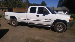 2002 GMC 2500 HD 4x4 3/4 ton extended cab 4 dr 8 ft box