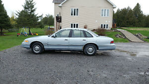 1992 Ford Crown Victoria Sedan