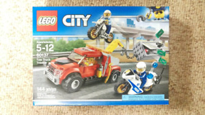 Lego City Tow Truck Trouble 60137 144 PCs 5-12 Years Old