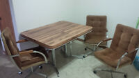 MUST GO - Dinning table in perfect condition