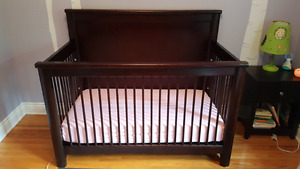 Wooden crib with conversion kit