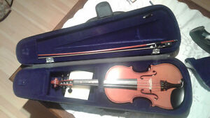 Almost new Violin with case (standard size)