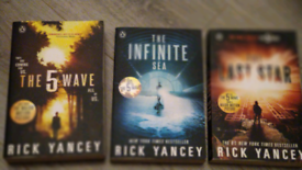 REDUCED The 5th wave books set 3 books