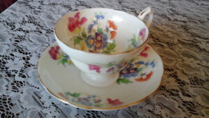 FINE BONE CHINA TEACUP, HAMMERSLEY, ENGLAND