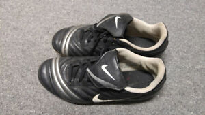Size 5 nike soccer shoes