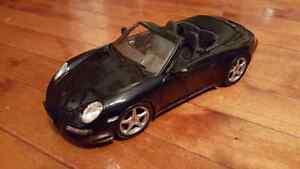 Porsche 911 Carerra Cabriolet (997) 1:18 Diecast Maisto