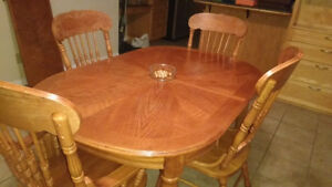 Dining Room Table With 4 Matching Chairs.