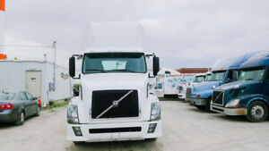 2004 Volvo  day cab d12 engine 10 speed manual truck run & drive