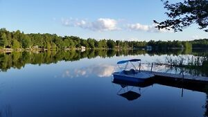 Beautiful family cottage on Lac Champeau- 40 min to Ottawa
