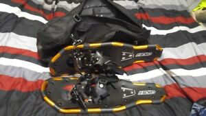 GKS11 SNOW SHOES 22 IN WITH CASE