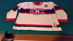 Maurice 'Rocket' Richard - AUTOGRAPHED/  JERSEY  with COA