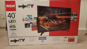 """40"""" RCA LED SMART TV!! WITH WIFI! BRAND NEW ONLY USED 2 MONTHS!!"""