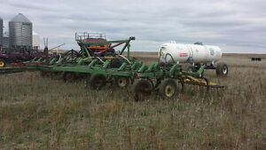 35 Foot JD 1600 Cultivator with Anhydrous